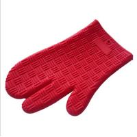 Wholesale New Design Red Color Three Finger Non-slip Grip Heat-resistant Silicone Baking Glove Oven Mitt from china suppliers