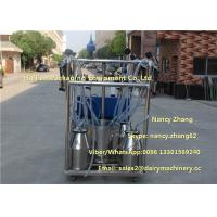 Quality 2.2kw Vacuum Cow Breast Mobile Milking Machine With 4 Cluster Group for sale