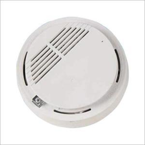 China Loud 85DB burglar alarm wireless smoke detector with mounting hardware on sale