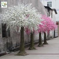 Wholesale UVG white blossoms artifical christmas decorate trees with fiberglass trunk for indoor 10ft high CHR026 from china suppliers