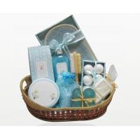 Wholesale Natural Customized Spa Bubble Bath Gift Set in Basket with 300g Bath Salt for Women from china suppliers