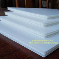 China Corona treated 4mm thick 750gsm density white PP Corrugated Plastic / fluted polypropylene sheet for Signs boards for sale