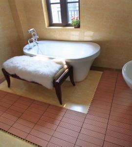 Wholesale non-slip bathroom floor DIY tiles outdoor floor tiles wooden decking tiles (RMD-D6) from china suppliers