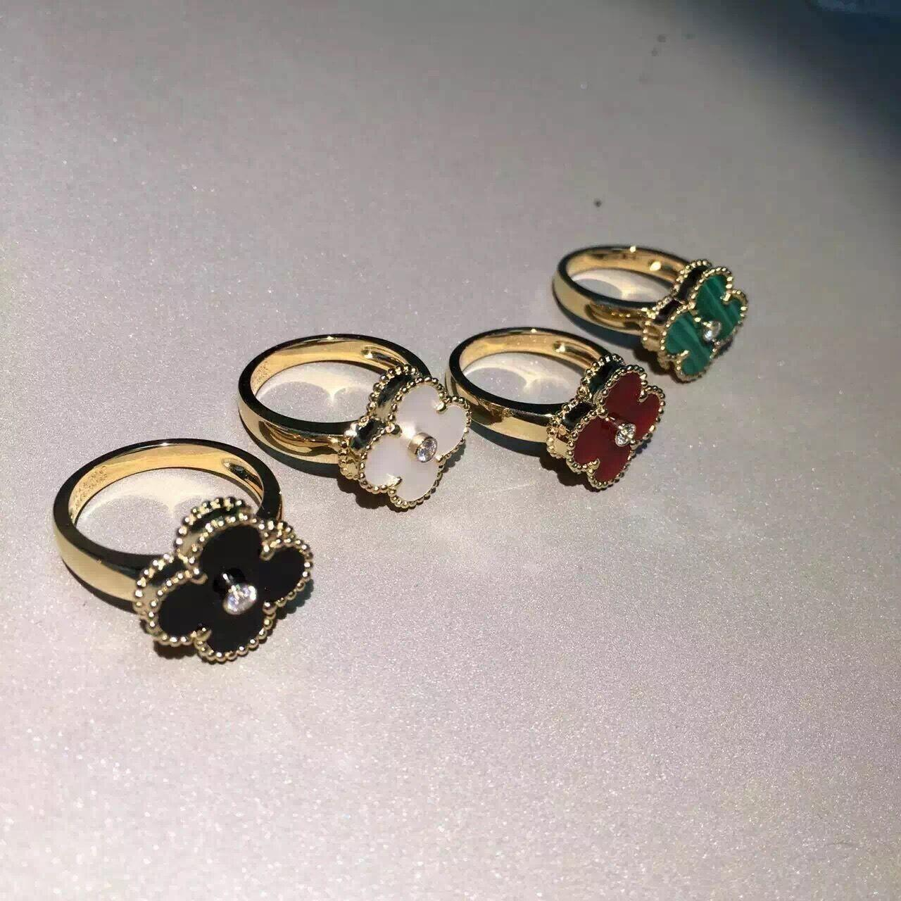 Quality VCA Vintage Alhambra ring yellow gold onyx round diamond diamond quality SI H for sale