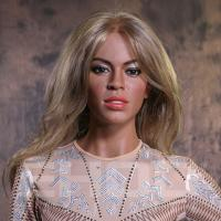 Quality Realistic Famous Hollywood Singer Wax Figure / Celebrity Waxworks For Celebrity Museum for sale