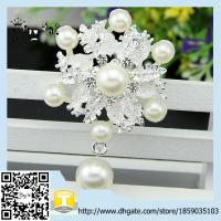 Wholesale fashion brooches beautiful crystal and pearl brooch for wedding invitation and Party from china suppliers