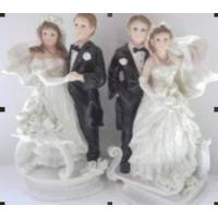 Wholesale The Western Embrace Cake Topper Figurine from china suppliers