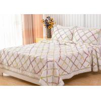China Geometric Full Size Quilt 3pcs Country Style Handmade Patchwork Quilt Bedding Sets on sale
