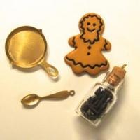 PKB-FRY - Fry Pan, Spoon, Gingerbread Cookie and Spice Jar